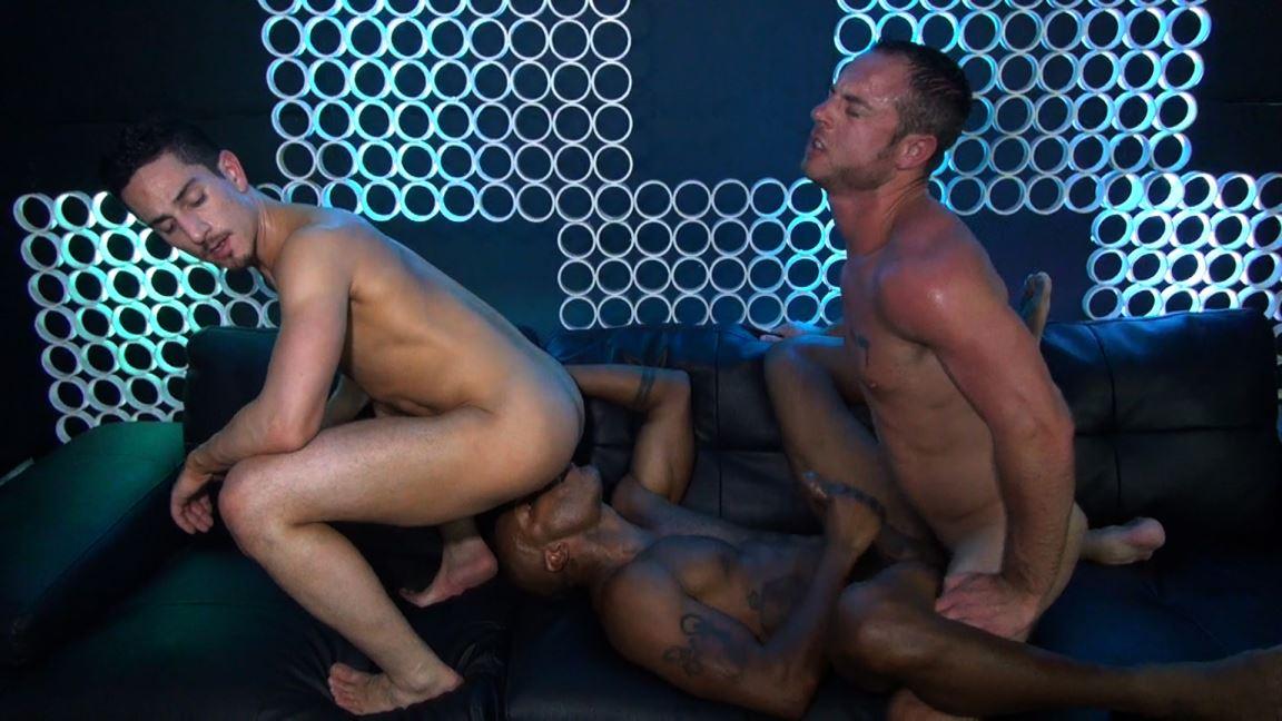 Gay Bareback Threesome