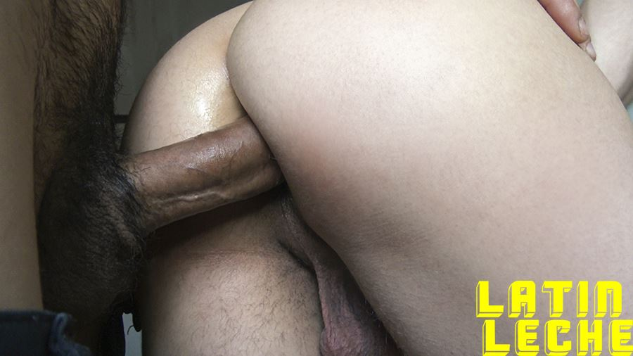 Raw Service - A Straight Guy Plowed Bareback