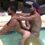 Enzo Rimenez fucked bareback by Flo Vega